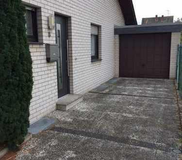 Schöne Zwei-Zimmer-Wohnung in Erkelenz Zentrum mit Garten, Terrasse, Keller und Garage