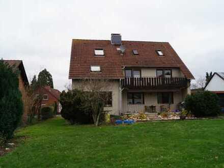 Voll unterkellertes 2-Familienhaus mit ausgebautem Spitzboden als 3. Wohnung + 2 Doppelgaragen