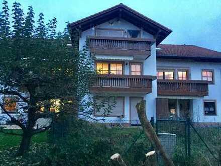 Stilvolle, geräumige und gepflegte 1-Zimmer-EG-Wohnung mit Balkon und EBK in Weilheim