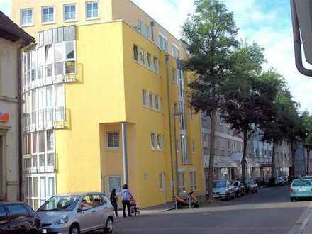 Schöne Singlewohnung im Stadtkern,- - 2 Zimmer mit Kochnische, Dusche, WC,Keller