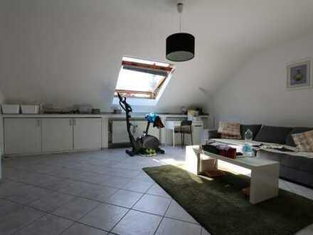 Umfangreich sanierte 2 Raum Wohnung mit PKW-Stellplatz in Meerbusch-Büderich