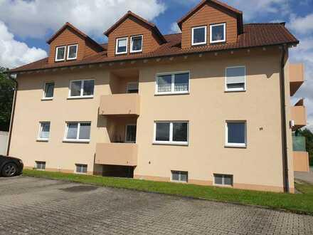 Neuwertige EG-Wohnung mit einem Zimmer sowie Balkon und EBK in Lautertal