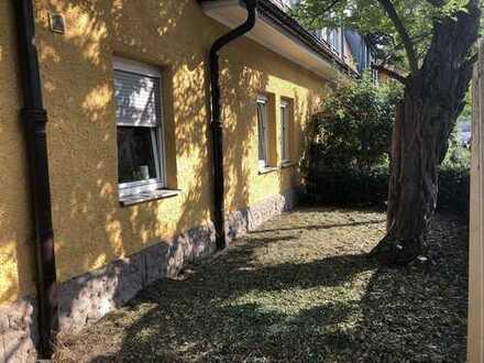 Ruhige 2,5-Zimmer-EG-Wohnung mit Terrasse in Erlangen Zentrum/Ost