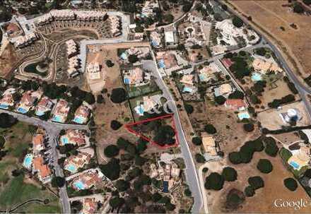 CARVOEIRO: Baugrundstück in Vale de Milho (2.150 m2)