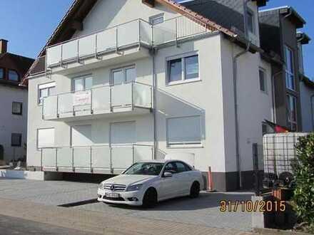 Hochwertige 4-Zimmerwohnung mit zwei Balkonen, Gästebad, KFZ-Stellplatz in kleiner Wohneinheit