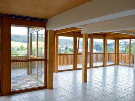 4,5-Zimmer-Hochparterre-Wohnung mit Balkon, Einbauküche und Garage in St.Georgen