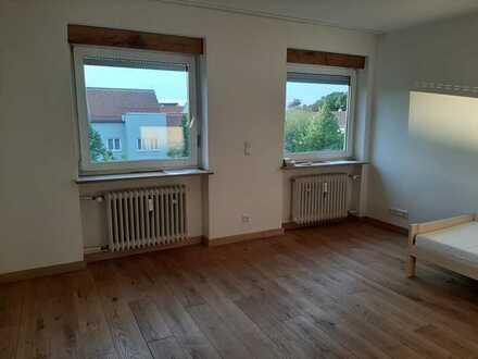 Stilvolle, ökologisch sanierte 2-Zimmer-Wohnung mit Balkon und EBK in Sendling-Westpark, München