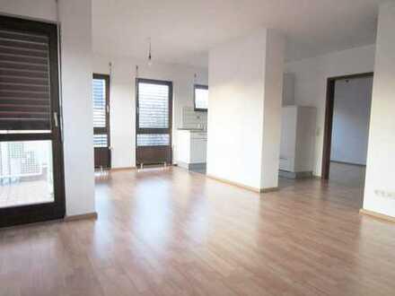 Helle 2-Zimmerwohnung mit Balkon & Pkw-Stellplatz in Lauflage zur S-Bahn!
