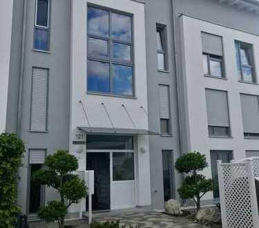 Stilvolle, neuwertige 2,5-Zimmer-Wohnung mit Balkon und Einbauküche in Augsburg Göggingen