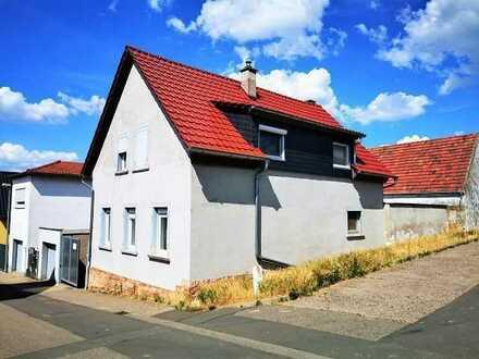 Süßes Altbauhaus zum Sanieren in Wiesoppenheim: mit Wellnessbad, Kamin, Spitzboden - Teilsaniert