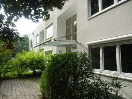 4 Zimmer Wohnung mit Balkon in großzügiger Gartenanlage in Harlaching