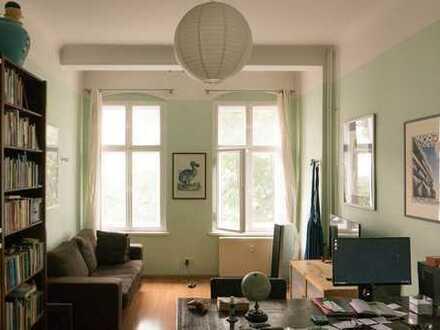 Gepflegte Altbauwohnung mit Balkon zum Sofortbezug- inkl. Einbauküche/ Bad mit Fenster und Badewanne