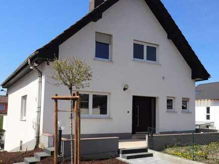 Kernsaniertes Einfamilienhaus mit Einliegerwohnung, in traumhafter Lage, am Rheinufer!!