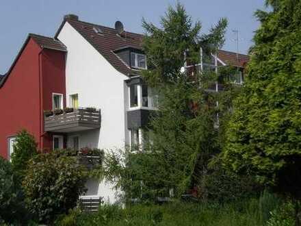 Gepflegte 2-Zimmer-Dachgeschosswohnung mit EBK in Essen