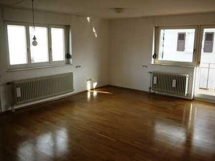 Hübsche, geräumige 3-Zimmer Wohnung mit Balkon in BAD-Steinbach