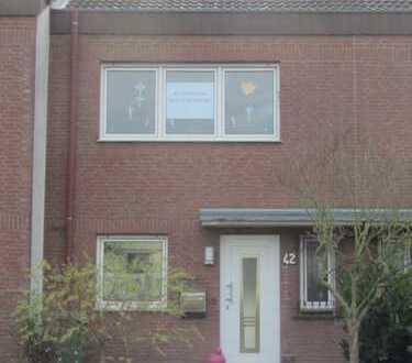 Schönes Haus mit vier Zimmern in Rhein-Sieg-Kreis, Niederkassel