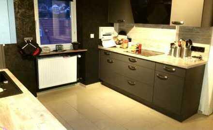 Schickes Einfamilienhaus mit 180m² Wohnfläche, Garage mit Zugang zum Haus und Garten