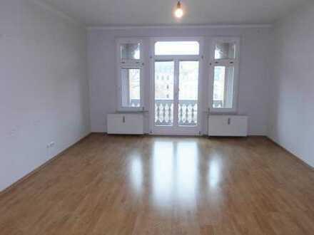 **Zentrum/Römerplatz**4 Raum Wohnung mit großer Terrasse und 2 Balkonen