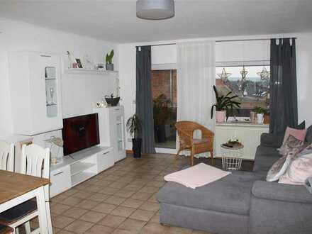Mayence-Immobilien: Helle 3 Zimmerwohnung mit Balkon im Dachgeschoss und 2 PKW-Außenstellplätze!!
