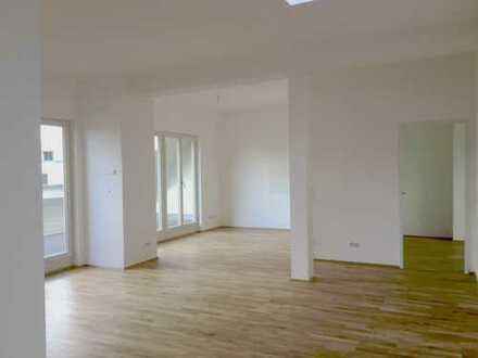 ERSTBEZUG nach exklusiver Sanierung! 5 Zimmer mit toller Ausstattung und Dachterrasse.