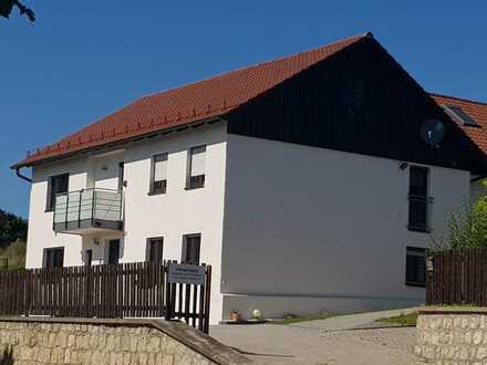 Modern renoviertes Haus mit Balkon und Hofraum ohne Grünfläche