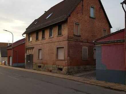 Das Haus für Handwerker im Zentrum von Dreisen!