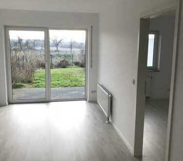 Wunderschöne, ruhige zwei Zimmer Wohnung mit Blick ins Grüne und 50 m² eigenem Garten