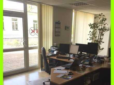 Helle sonnige Büroeinheit mit Einbauküche, zwei WC-Anlagen und großer Terrasse