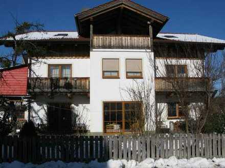 Neuwertige 4-Zimmer-Erdgeschosswohnung mit schöner Terrasse und grosszügigem Gartenl