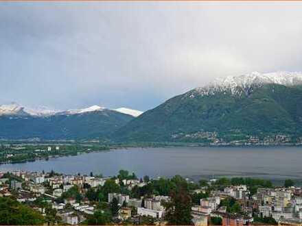 Großzügiges Wohnen ohne Kompromisse am Lago Maggiore im T e s s i n (Schweiz)