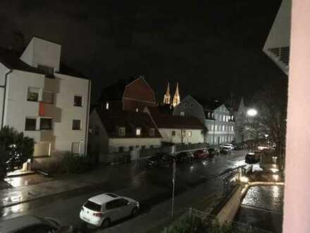 Exklusive 2-Zimmer-Wohnung mit EBK und DOMBLICK in Regensburg. Ab sofort bezugsfrei.