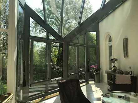 Harvestehude: Repräsentative 6-Zimmer-Eigentümerwohnung in prachtvoller Villa mit Garten