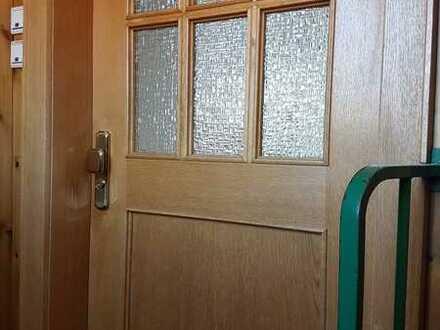 Stilvolle, neuwertige 3-Zimmer-DG-Wohnung mit EBK in Stuttgart Plieningen