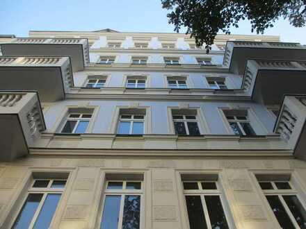 NACHMIETER - Richardkiez Altbautraum - 2 Zi, Dielen, Balkon, Stuck, EBK, schickes Bad, etc. pp.