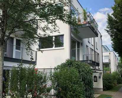 Sofort bezugsfrei oder zu vermieten: Helle 2-Zimmer-Wohnung mit zwei Balkonen