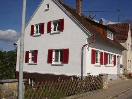Gepflegte 3-Zimmer-Dachgeschosswohnung mit EBK in Wain