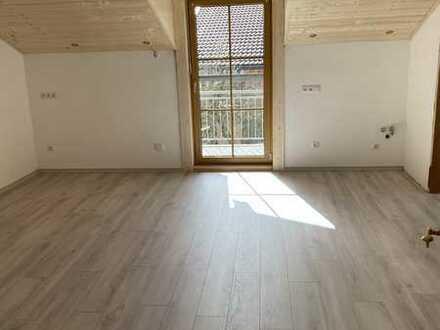 Exklusive, vollständig renovierte 2-Zimmer-DG-Wohnung mit Balkon in Prutting
