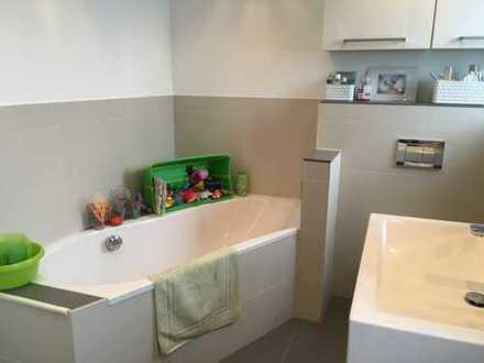 Exklusive, modernisierte 3-Zimmer-Wohnung mit Balkon und Einbauküche in Frankfurt am Main