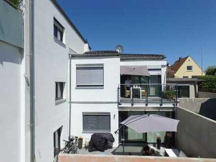 Neubau - 2 Wohnungen zum Preis von Einer - EG + Souterrain mit 4 KFZ-Stellplätzen + eigenem Garten!