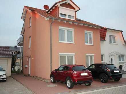 Top Mehrfamilienhaus mit drei Wohneinheiten, 212qm Wohnfläche und 285qm Grundstücksfläche