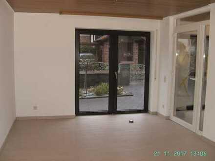 Erstbezug nach Sanierung: geräumige 1-Zimmer-EG-Wohnung mit gehobener Innenausstattung in Haibach