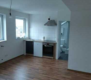 Frisch sanierte Dachgeschosswohnung mit Einbauküche in der Stadtmitte