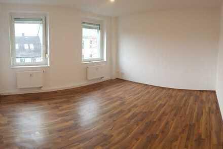 Renovierte Sechsraumwohnung für gr. Familien + Balkon + Laminatboden + EBK-Option