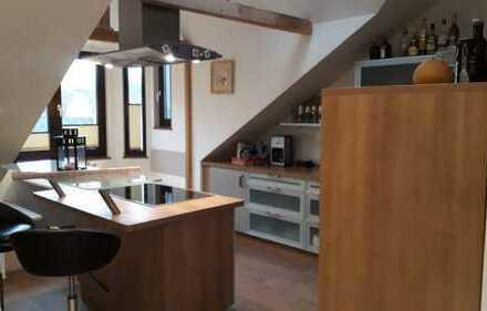 Superschöne 2-Zimmer-Dachgeschosswohnung mit Loggia und EBK in Essen
