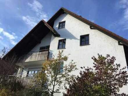 Gepflegte 3-Zimmer-DG-Wohnung mit Balkon und Einbauküche in Landshut
