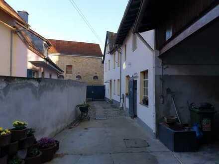 RB Immobilien – Hofreite mit Einfamilienhaus, Anbau und Scheune, in Armsheim