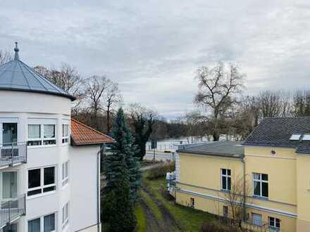 3-Raumwohnung im Dachgeschoss! Vollkommen renoviert + Balkon!