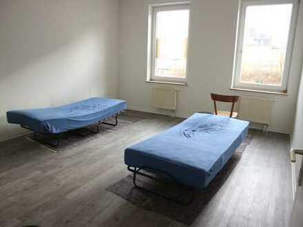 TOP 3 Zimmer-Whg. mit Balkon/Laminat/Bad mit Fenster / im 2 OG