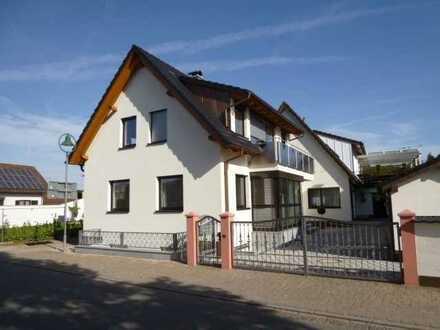 Neuwertiges Wohnhaus mit Carport