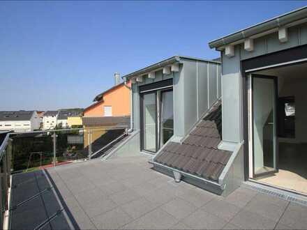 Traumhafte Dachgeschosswohnung mit sonnigem Balkon - EBK, Stellplatz!